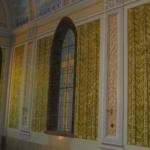 parete con finti tendaggi